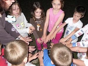 fotografie dětských rukou - pokřik